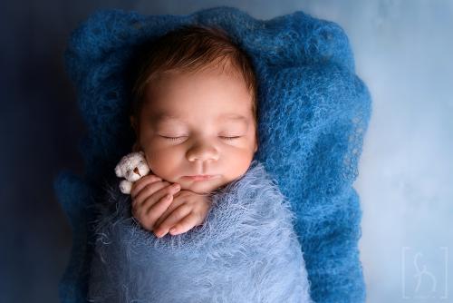 na sesji-bezpiecznie-noworodek-niemowlę-Łódź