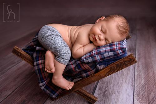 noworodek na sesji-Łódź-Brzeziny-fotograf