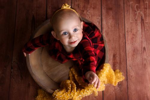 sesja-roczek-jesień-w studio-dziewczynka